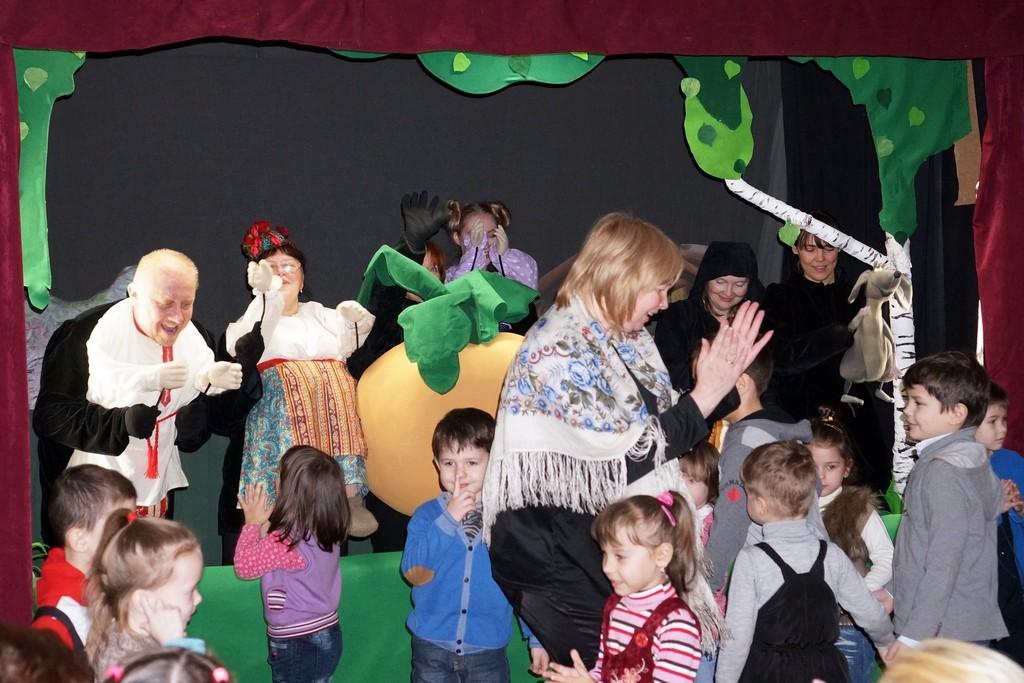 В центре социального обслуживания «Троицкий» прошел спектакль с тантамаресками