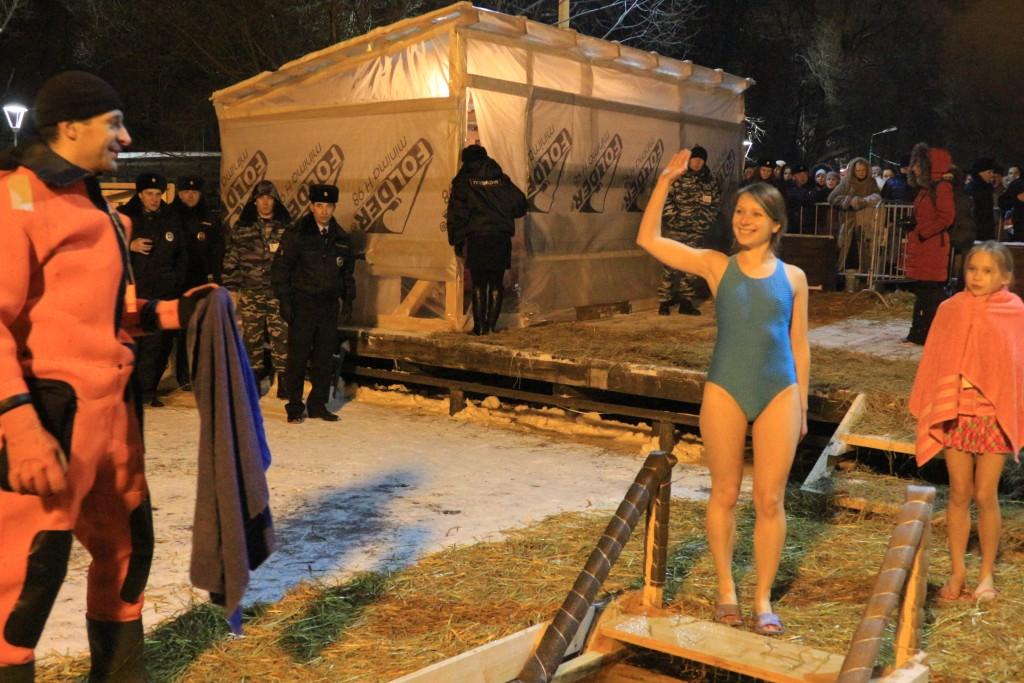 Порядка семи тысяч верующих Новой Москвы окунулись в воду на Крещение