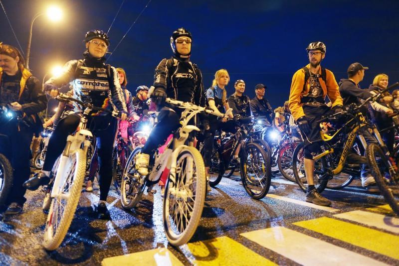 Первый зимний велопарад прошел в Москве
