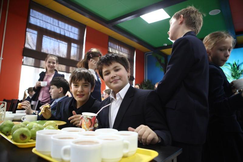 Почти 800 тысяч школьников Москвы пользуются электронными картами в образовании