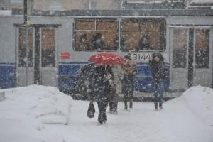 Снег в Москве на Ленинском проспекте.