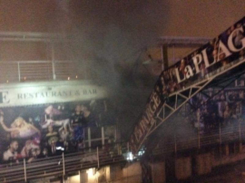 Плавучий ресторан загорелся ночью