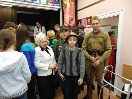 Юные жители Щербинки побывали в импровизированном военном госпитале