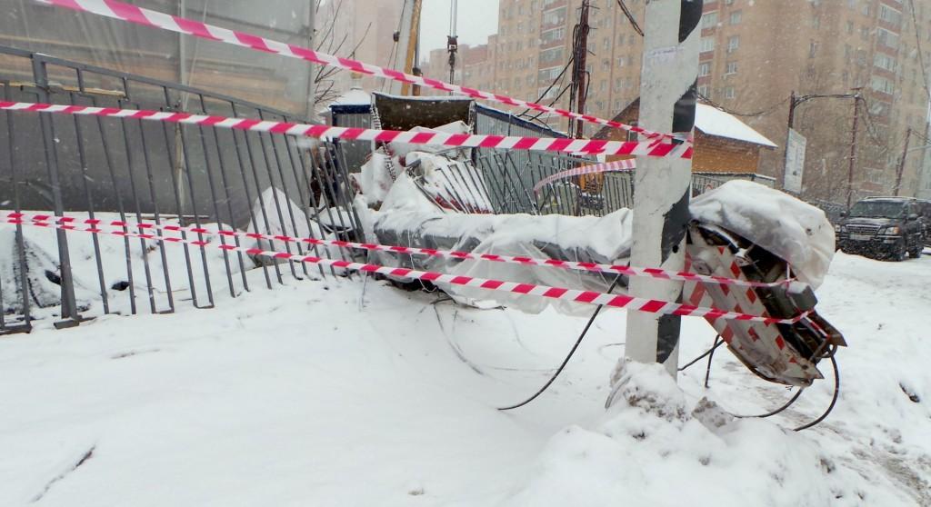 На юго-западе Москвы упал строительный кран