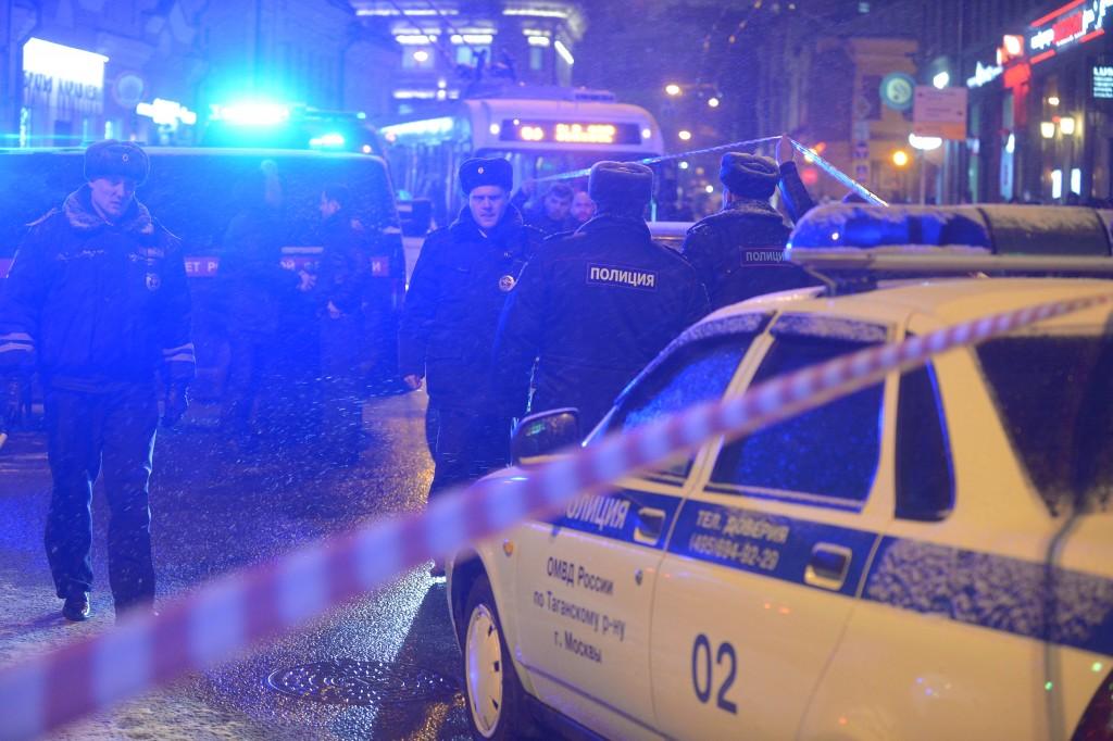 У Морозовской больницы нашли тело задушенного мужчины в окружении белых роз