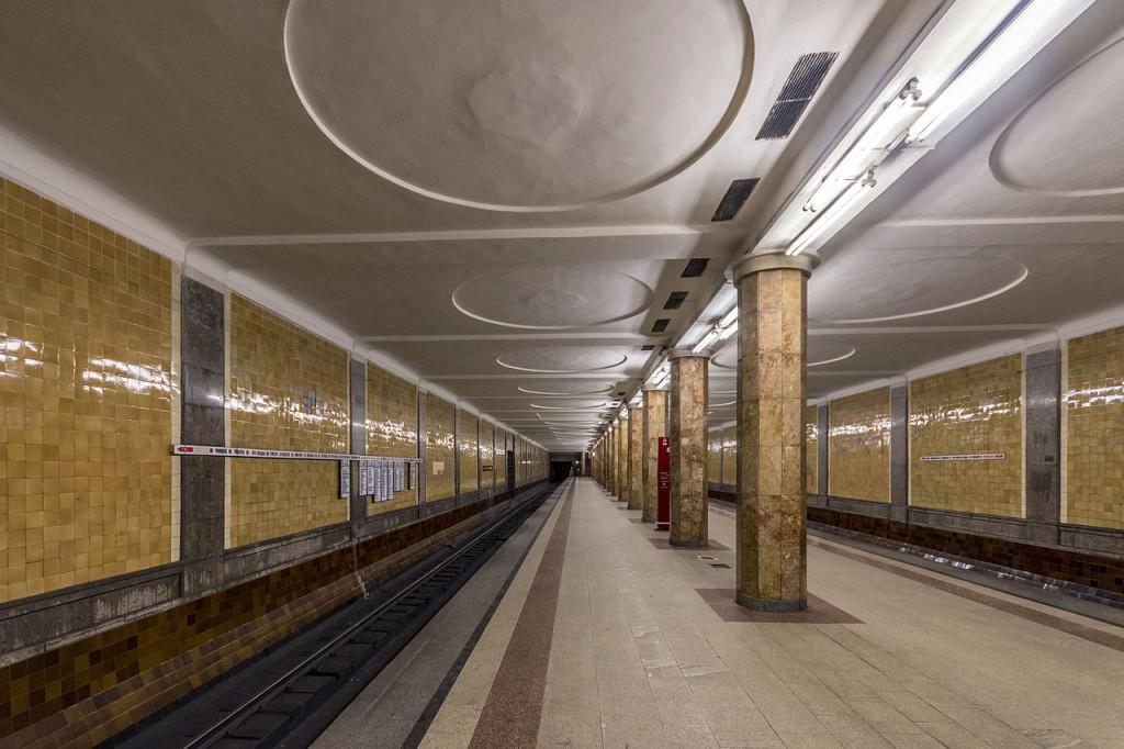 Женщина выжила после падения с платформы метро «Красносельская»