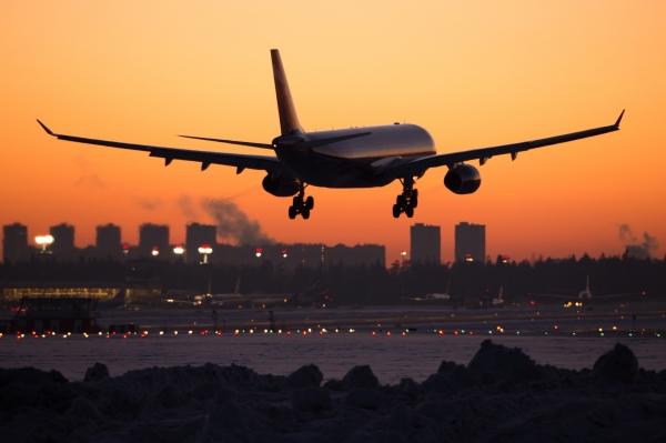 Airbus с трещиной на стекле кабины пилотов вернулся в Москву