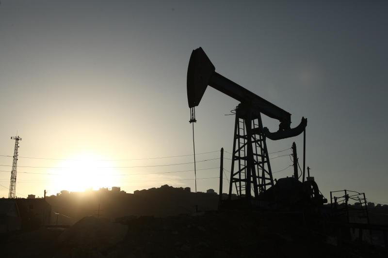 Министры договорились о заморозке нефтедобычи