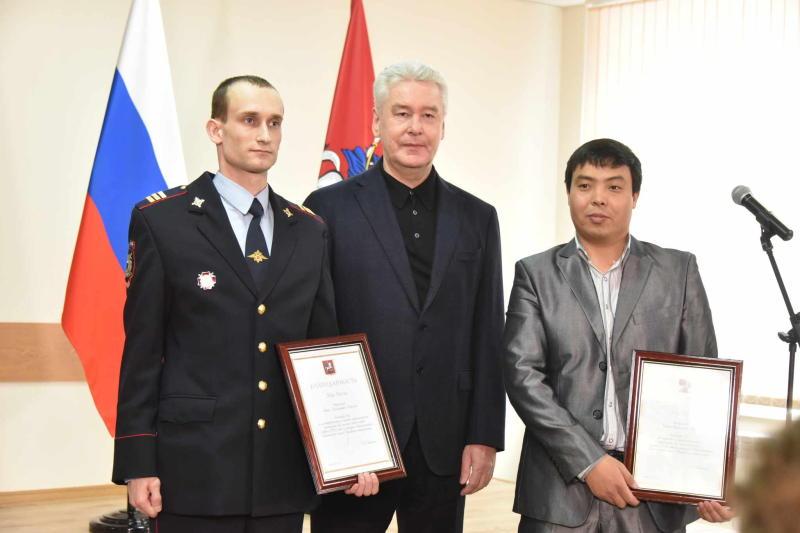 Собянин лично поблагодарил героев, спасших женщину на станции «Красносельская»