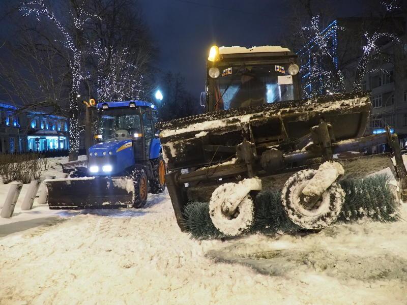 В уборке улиц от снега задействовано четыре тысячи единиц спецтехники