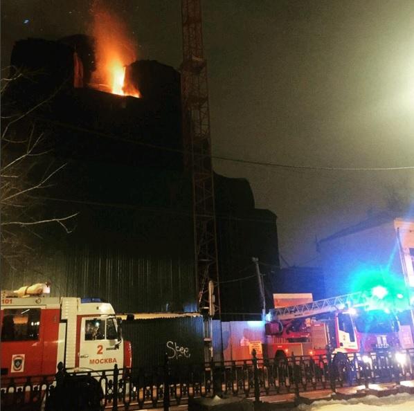На строительных лесах Сретенского монастыря произошел пожар