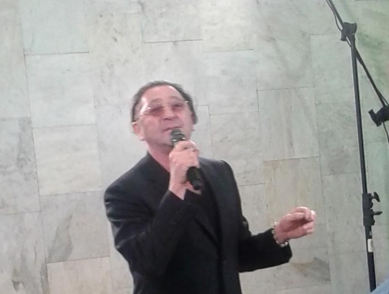 Григорий Лепс спел для пассажиров метро в центре Москвы
