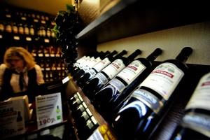 Семь столичных фирм лишились права на продажу алкоголя
