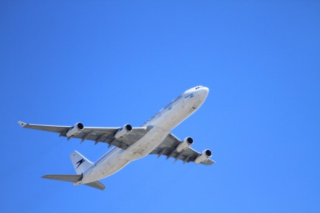 На Кипре приземлился самолет, захваченный неизвестным