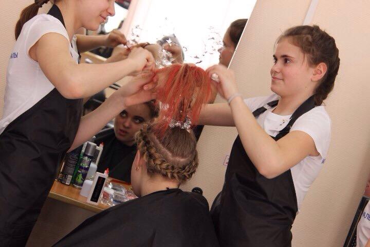 Школьницы Кленовского победили в конкурсе «Молодые профессионалы Москвы»