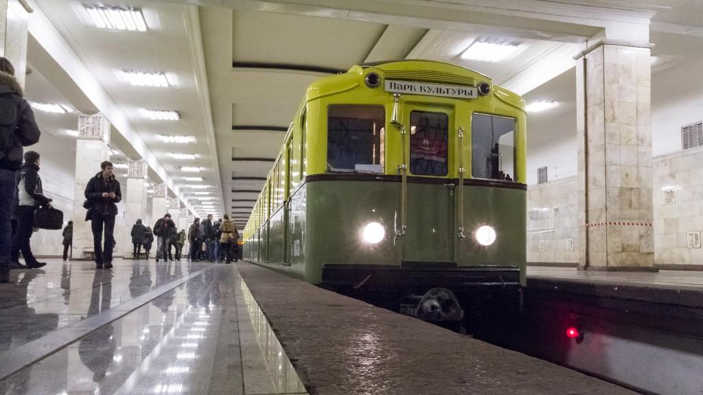 Мужчина упал под поезд на Арбатско-Покровской ветке метро