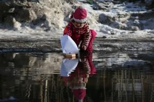Москва. ТиНАО. п. Шишкин лес. Весенняя погода в феврале. Глобальное потепление. В луже наталья Кузнецова.