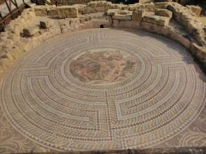 """Мозайка """"Тесей убивает Минотавра в лабиринте"""" город Пафос, Кипр. Фотоархив: Wikipedia"""