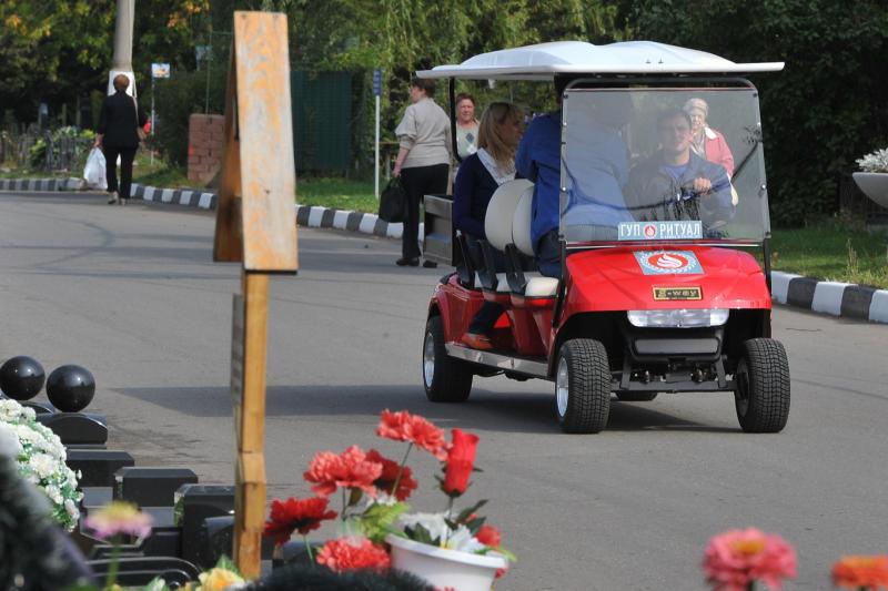 Электромобили начнут обслуживать московские кладбища