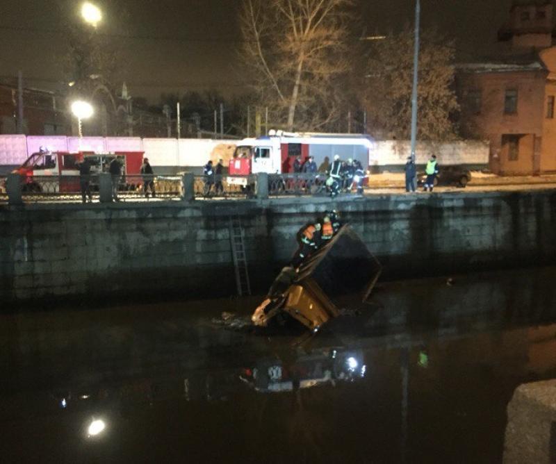Два схожих происшествия зафиксировано на Русаковской набережной