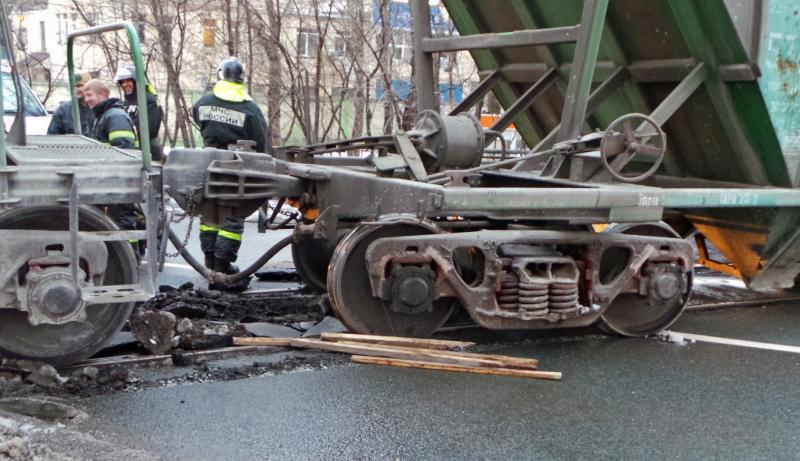 При сходе товарных вагонов с рельсов никто не пострадал