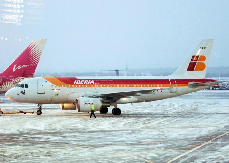 Самолет на одном двигателе экстренно приземлился в Домодедово