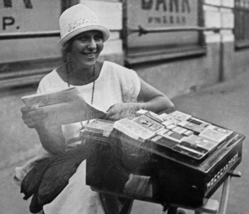 Столетние новости: празднование женского дня