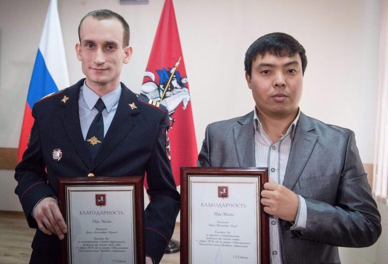 Президент вручил медали горожанам, спасшим женщину в метро