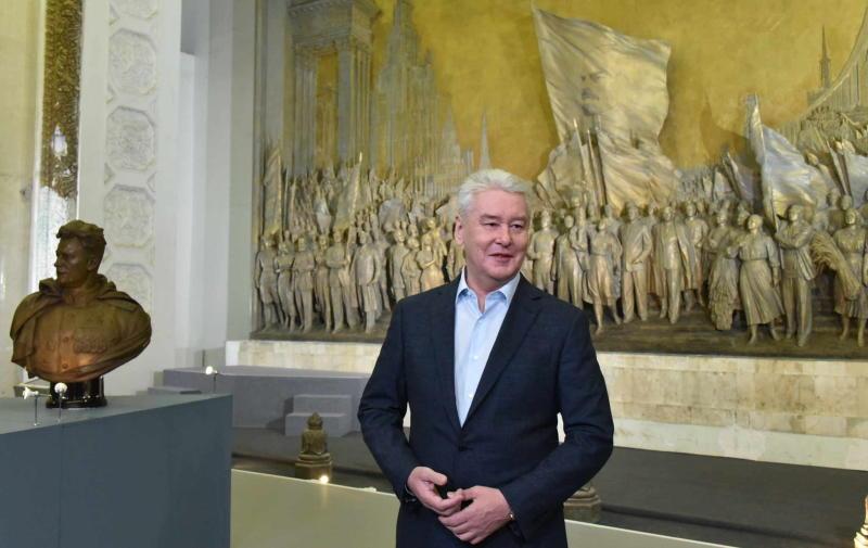 Горельеф Вучетича в павильоне