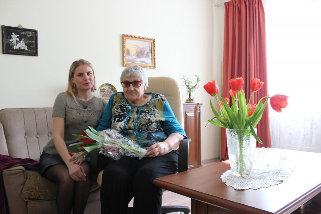 Молодежный совет Управления соцзащиты поздравил женщин-ветеранов
