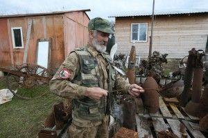 25 апреля 2016 года. Рогово. Александр Ошивалов показывает предметы, найденные в землях ТиНАО. Вот поварской половник