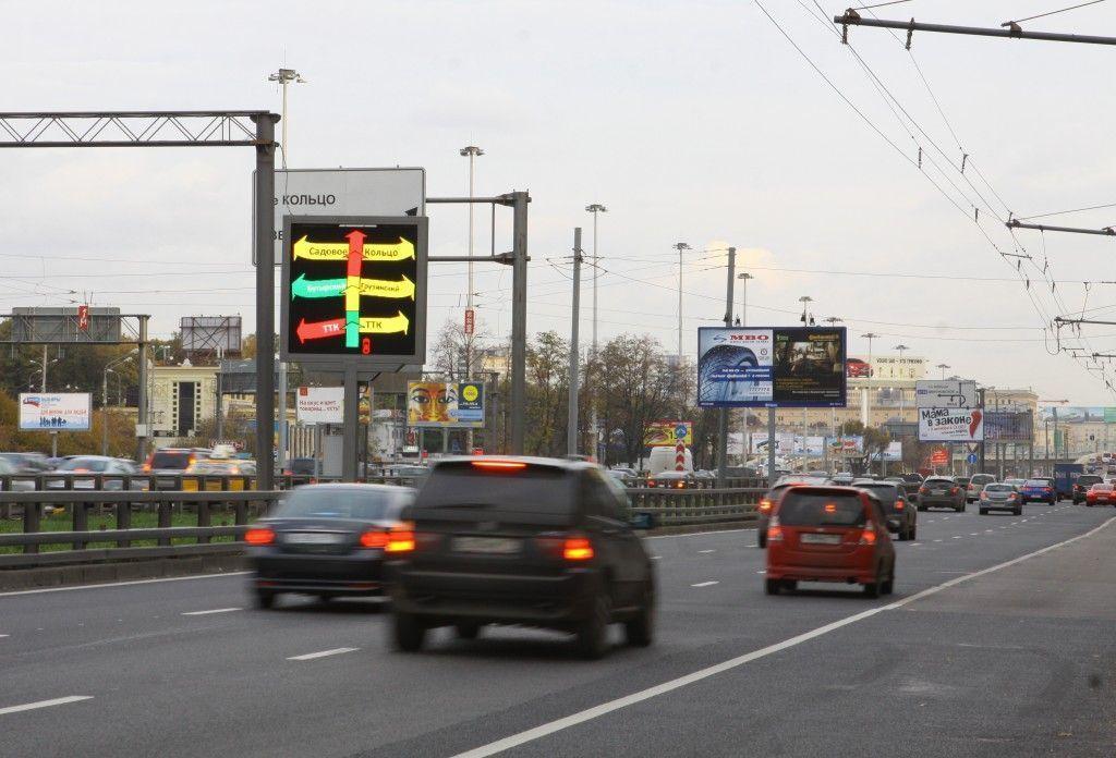 Дорожные табло начали показывать фото пропавших детей