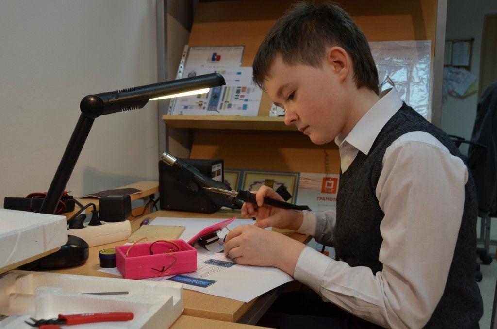 Школьники Рязановского научились создавать роботов на 3D-принтере