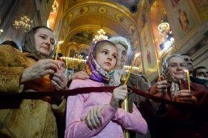 Москвичи могут посетить Божественную литургию в храме Христа Спасителя