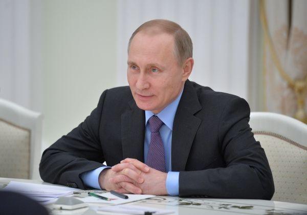 Владимир Путин считает, что Фонд поспособствует сохранению исторического наследия России. Фото: Алексей Дружинин/РИА Новости