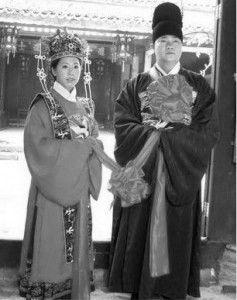 Традиционный китайский свадебный наряд. Фотоархив Wikipedia