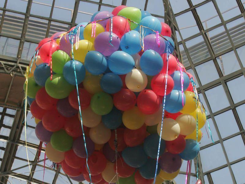 Пассажирам московского метро подарят воздушные шары в День весны и труда