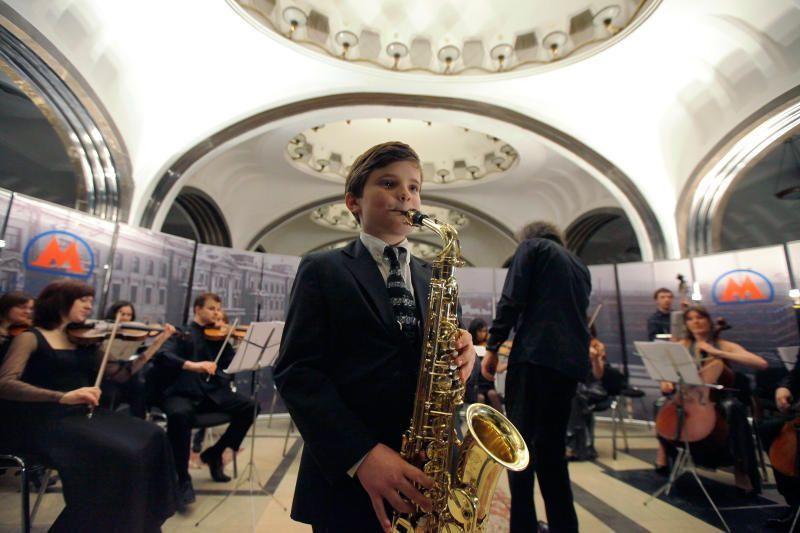 Пассажиры московского метро услышат живую музыку на трех станциях в мае