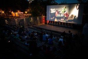 В парках Москвы пройдут кинопоказы под открытым небом