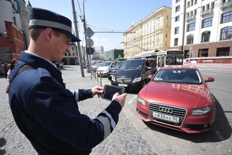Автомобилисты Москвы получили десять тысяч листовок с правилами оплаты парковки