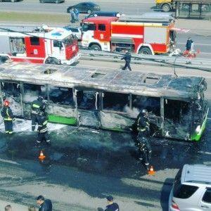 Рейсовый автобус загорелся на Боровском шоссе города Москвы