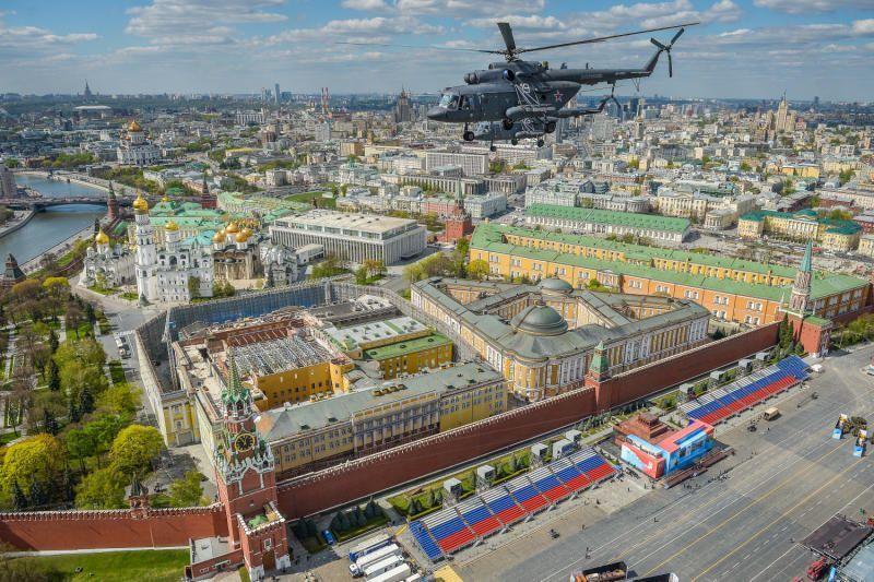 Для проведения репетиции Парада Победы закрыли небо над Москвой