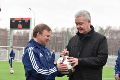 Собянин: В каждом округе Москвы появится современное всесезонное футбольное поле