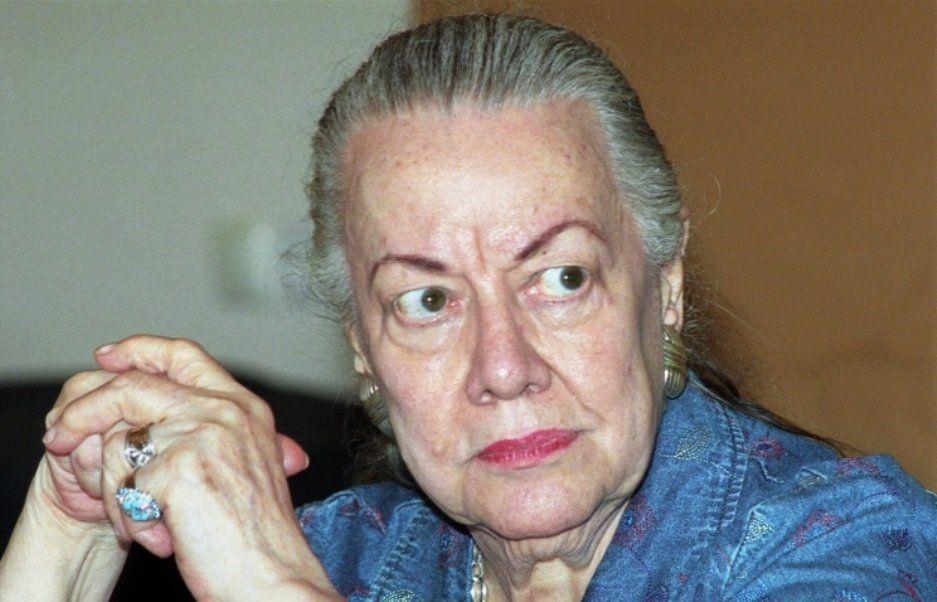 Дочь Маяковского завещала доставить свой прах в Москву и развеять над могилой отца