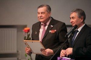 Председатель Совета ветеранов дарит читателям свое стихотворение.