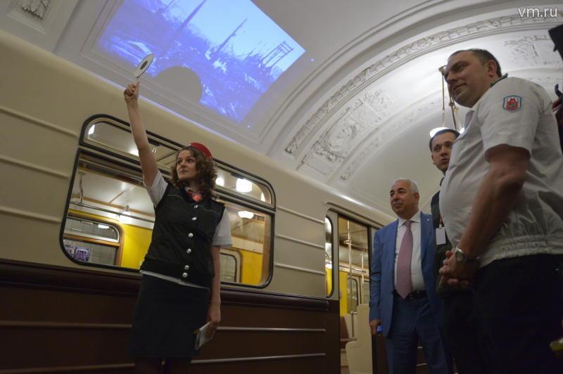 Парад поездов стартовал на Кольцевой линии московского метрополитена