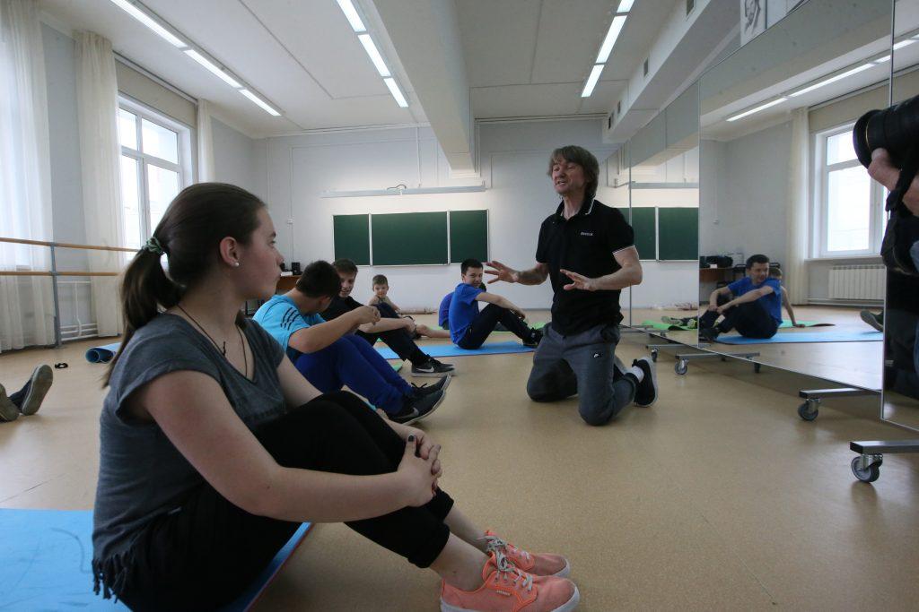 17 мая 2016 года. Московский. Фитнес-тренер Владимир Снежик раскрывает первым посетителям
