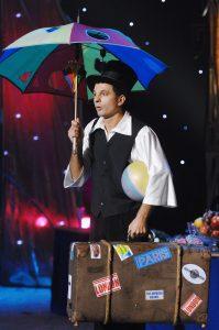 Денис Клопов на репетиции программы «Бал у князя Орловского» (фото сделано в 2007 году)