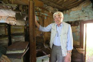 19 мая 2016 года. Кленовское. Александр Пичурин на развалинах дома, приспсобленного руководством фабрики для проживания рабочих