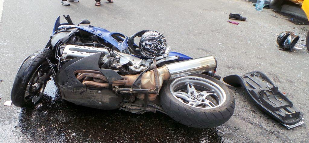 Крупное ДТП с участием мотоцикла, пешехода и трех автомобилей произошло в Москве